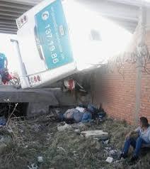 Atienden instituciones de emergencias accidente en periférico norte