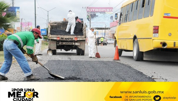 Ayuntamiento capitalino continúa con labores de bacheo