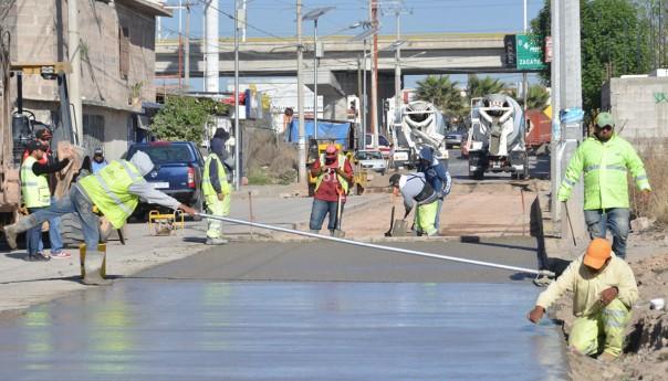 Ayuntamiento capitalino coloca mil 410 metros cuadrados de concreto hidráulico en la avenida Mexquitic