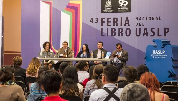 """En la FNL de la UASLP se presentó el libro: """"Nuevos retos de las organizaciones encargadas de la salud en México"""""""