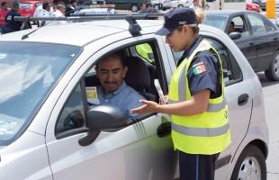El manejar y utilizar teléfonos móviles es una de las principales causas de infracción y de percances viales en Soledad