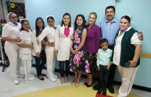 Tras 120 sesiones de quimioterapia, niña de 13 años vence al cáncer