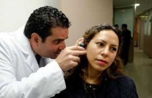 El ruido constante y uso de audífonos pueden ocasionar pérdida auditiva, advierte IMSS