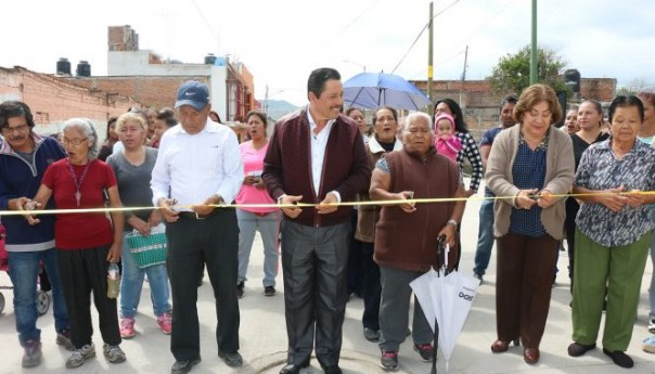 Ayuntamiento capitalino entrega pavimentación de la calle Jasso Reyes