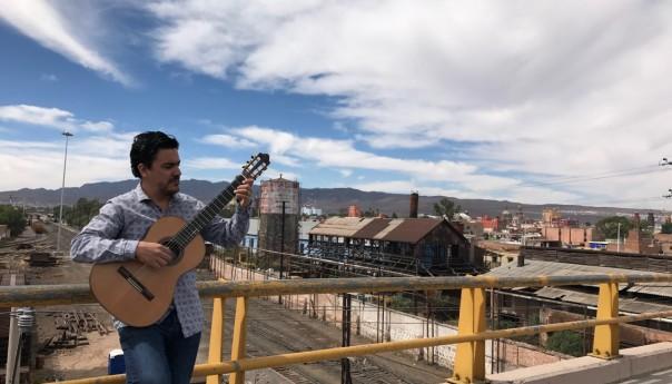 """""""Deja de hacer eso y toca la guitarra"""", una charla con músico Juan Pablo Rivera en el Centro de las Artes San Luis Potosí Centenario"""